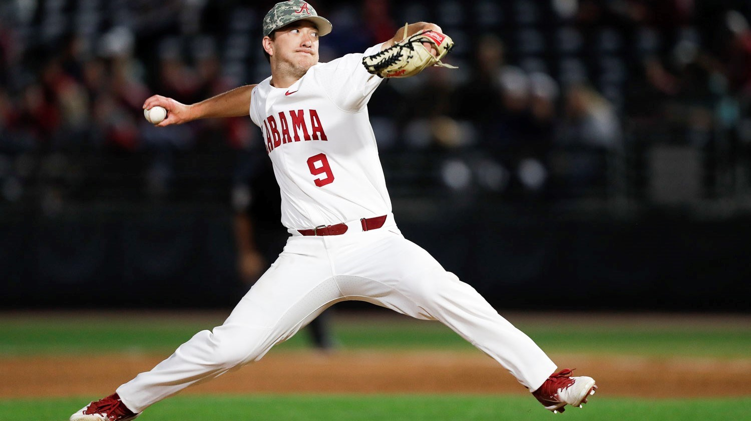 ⚾  Tide Falls in Rubber Match with No. 9 Arkansas, 10-2
