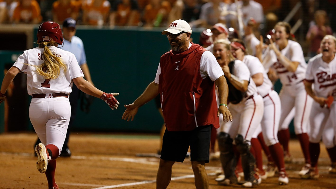🥎 NCAA Super Regionals  🥎  Alabama Shuts Out Texas, 3-0, in Game One of Tuscaloosa Super Regional